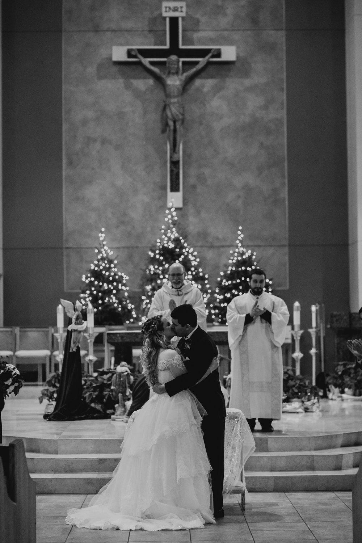 Art Deco-traditional-catholic wedding-carlisle room-dallas-texas-moth and moonlite photography_007.jpg