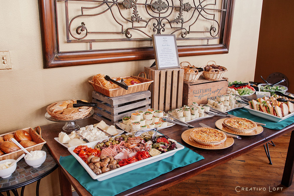 15-Creativo-TinyWedding-Brunch-buffet-wood-crates.jpg