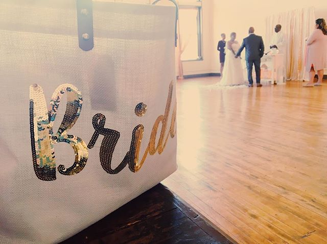 A great wedding day tote deserves some appreciation. #chicagoelopement #chicagoelopementphotographer #chicagoelopementvenue #weddingtote #weddingtotes #weddingaccessories