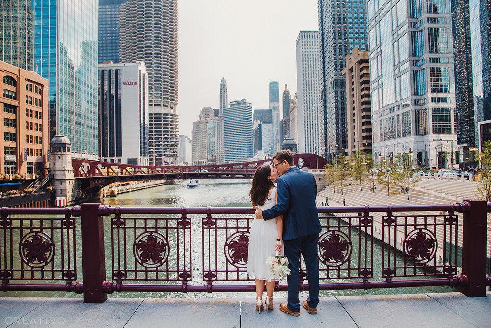 20. Chicago elopement on one of our many iconic iron bridges along the Chicago River