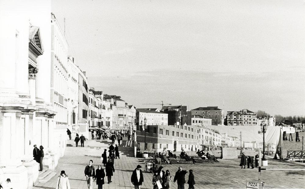 La riva,  analogue photograph, 21 cm x 14 cm, Venice, 1999, Lorenzo Nassimbeni
