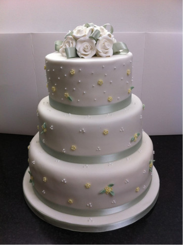 whiteandyellowlemonweddingcake.jpg