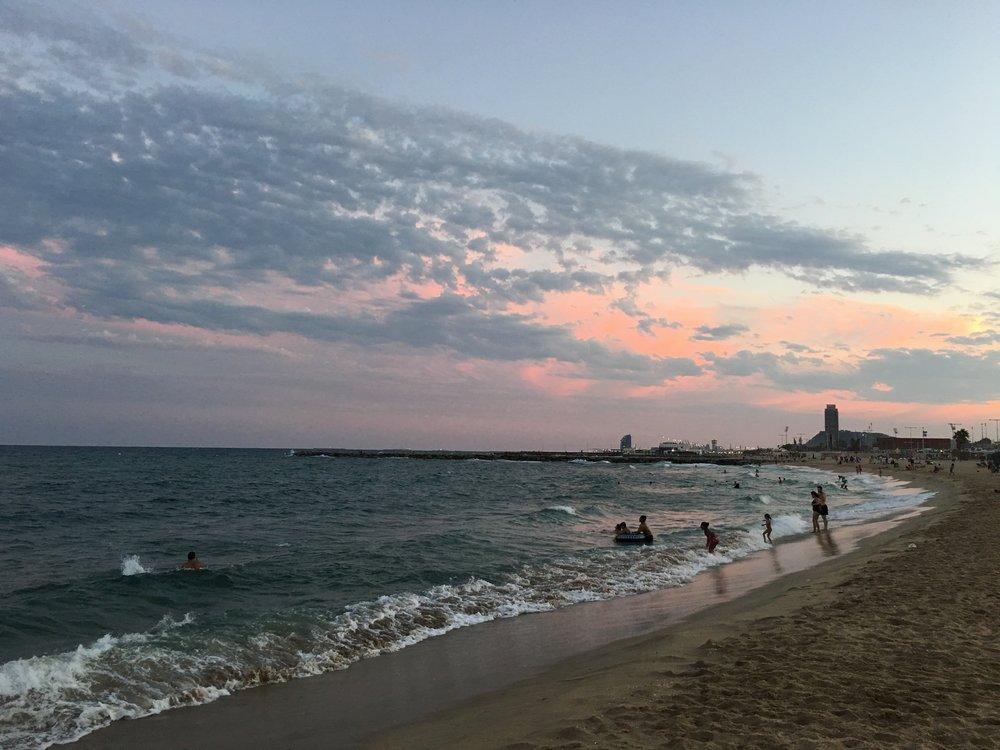 Sonnenuntergang am Strand_WW Hotel im Hintergrund.jpg