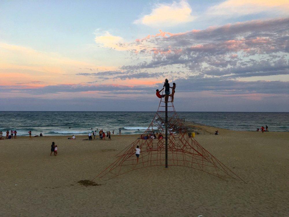 Strand bei Sonnenuntergang_Spielplatz.jpg