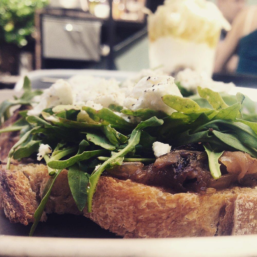 Frühstück im Federal Cafe.jpg