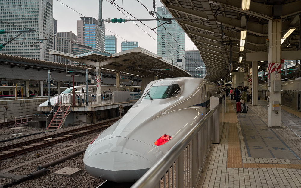 Tokio_Bahnhof_Shinkansen_kom.jpg