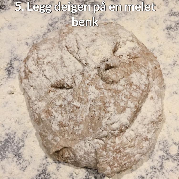 legg_deig_på_melet_benk.jpg