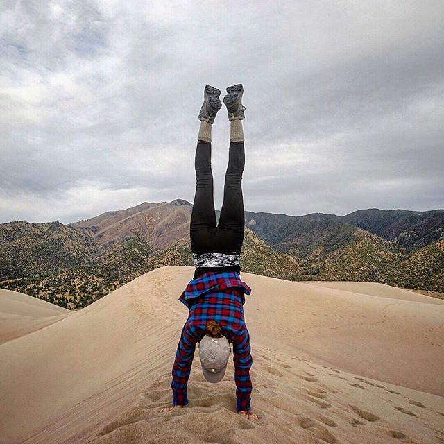 Sometimes you just need to put your feet up in the air 👋. . . . . . #yogaoutside #outdooryogi #exploremore #findyourpark #sanddunes #travelstoke #handstandseverywhere #greettheoutdoors #goatworthy #sheexplores
