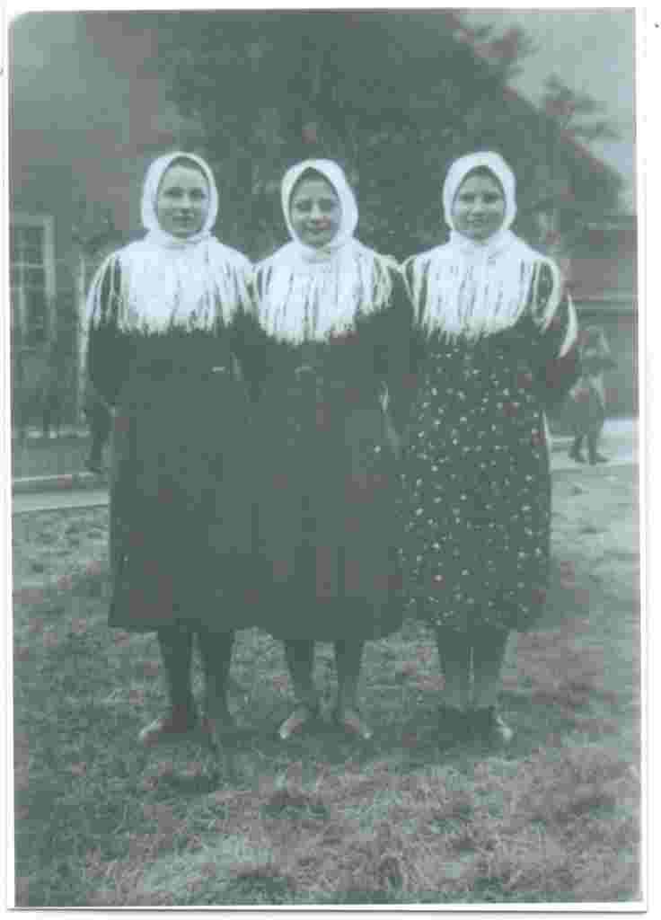 L- R Margaretha Dirk, Katherina Müller &