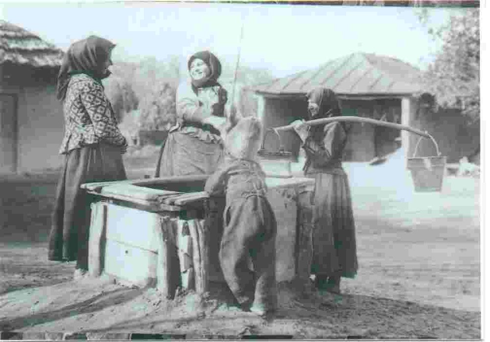 German women at a water well in the Dobrudscha