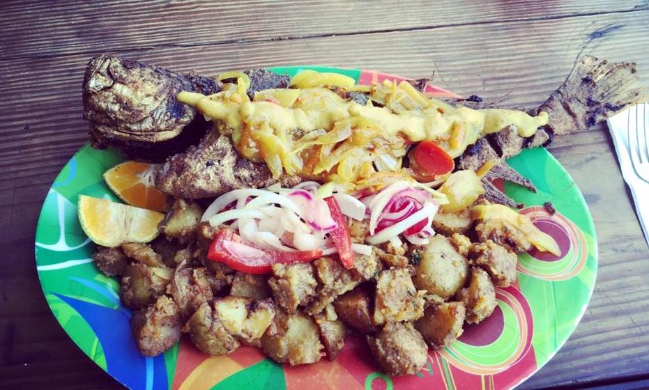 panama food_dannys pescado frito.jpg