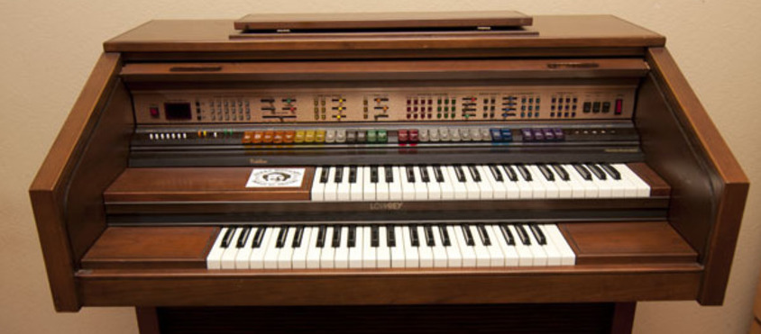 The Lowrey Cotillion D-575 organ (1981), a popular forerunner of the arranger keyboards of today.