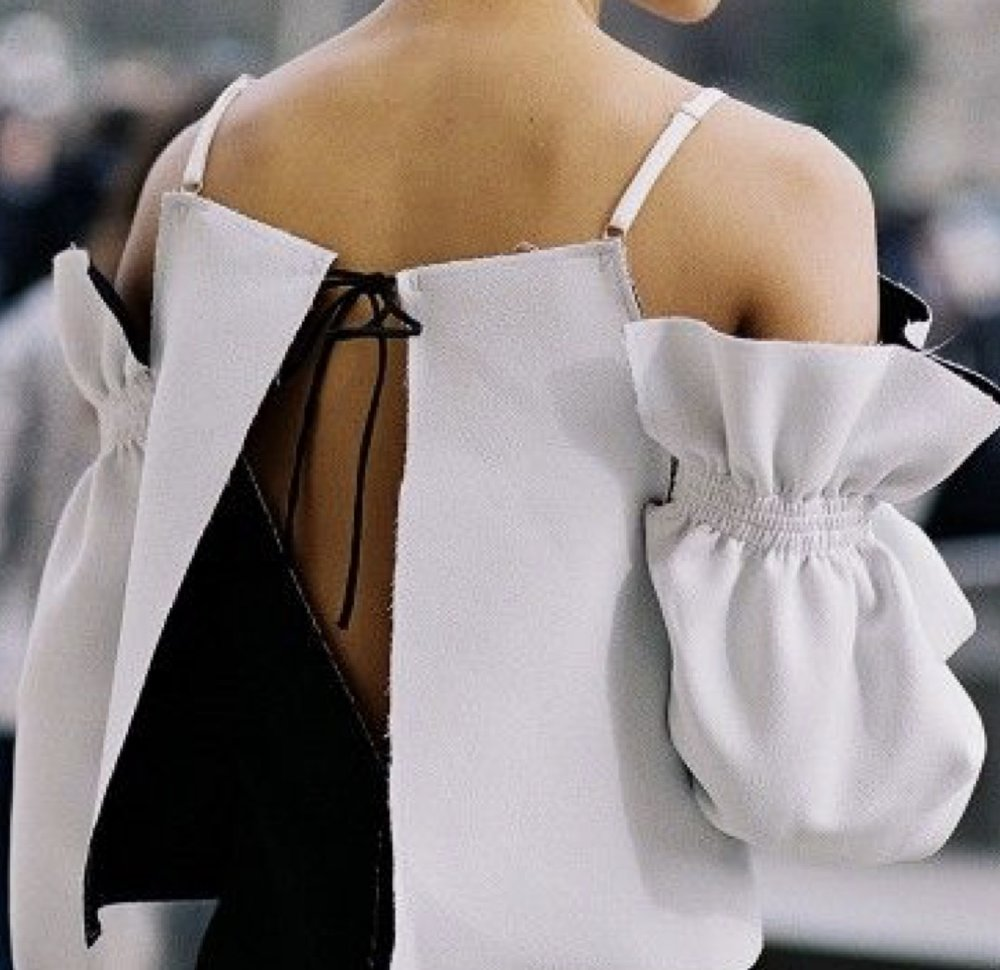 BACKLESS SHIRTS- This is another effortless look that will still take charge looking fashion-forward and super chic.