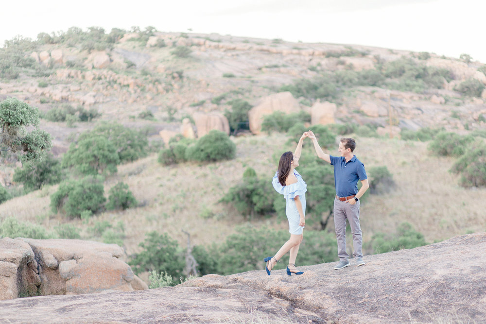San Antonio Austin Tx Texas Hill Country Wedding Fredericksburg Enchanted Rock Engagement Anniversary Photographer Engagement Anniversary Photo Session Pictures