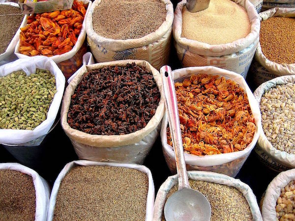 Spices sold in an Indian market.                 Photo: Wikimedia Commons