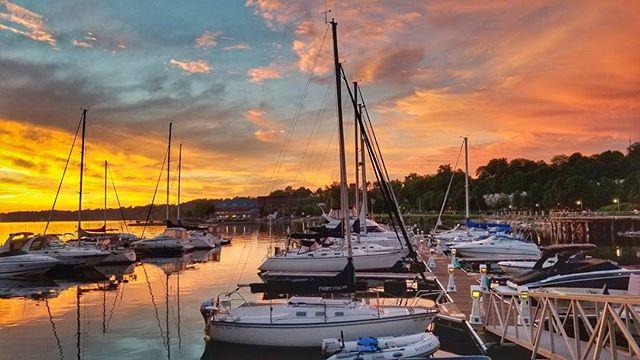#sunsets #summer #lakechamplain #views #lakes #clouds #colorful #sailboats #docks #sky #peaceful #vermont #burlington #bvtboathouse #nofilter #beautiful #dusk