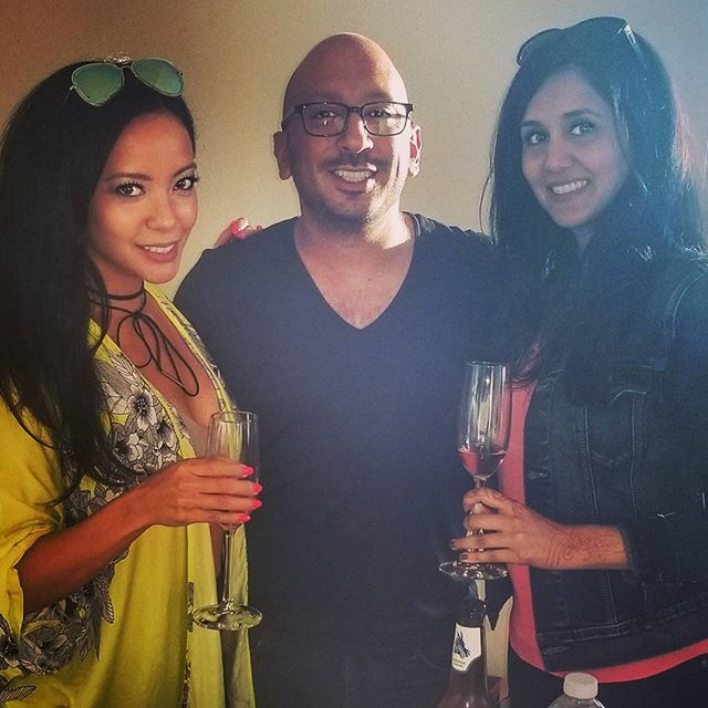 Kunal and his rose baes 😜 . . #sf #nycmeetssf #friends #rose #rosebae #texas #socal #mayweather #fightnight #saturdays #bubbly