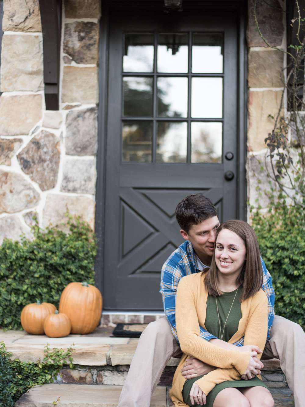 fall engagement photos outdoor