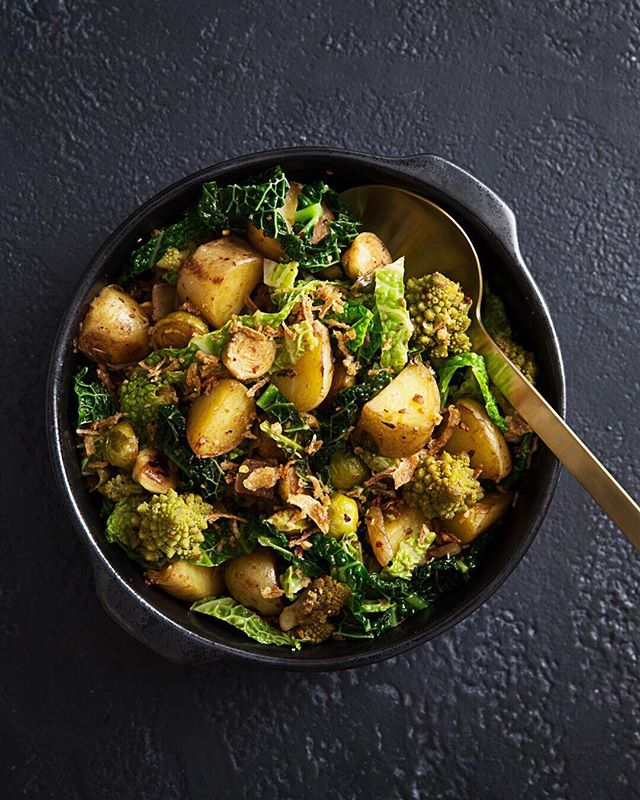 PAN SEARED POTATOES,  ROMANESCO, SAVOOI & BRUSSEL SPROUTS Because potatoes don't need to be boring . . .  #sayyestovegetables #newrecipe #potatoes #brusselsprouts #plantbased  #vegan #recipe #letscookvegan #eatyourveggies #greens #eatyourgreens  #weeklyrecipe #instagood #foodlover #tableware @seraxbelgium #foodphotography @monsieur.oui