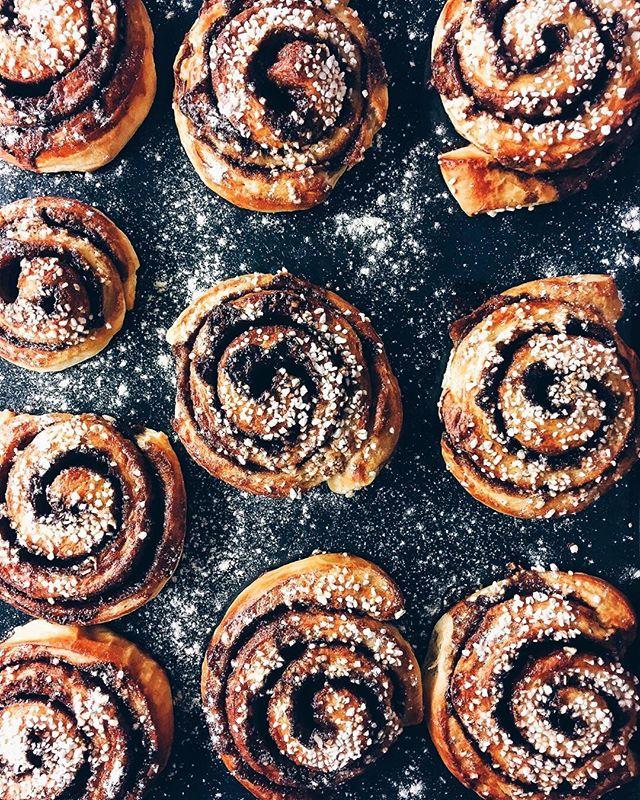 Sundays are for baking experiments ... cinnamon bun season, we love it.  Recipe coming soon. . . . .  #sayyestovegetables #newrecipe #baking #plantbased  #vegan #recipe #letscookvegan #cinnamon #autumn  #foodexperiments #sundayfunday #weeklyrecipe #instagood #foodlover #foodphotography @monsieur.oui