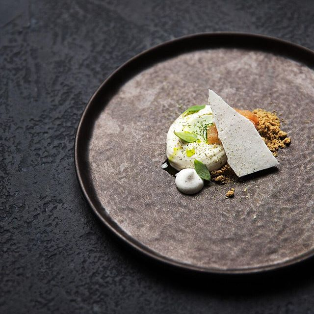 ALMOND / CITRUS / PEAR / TARRAGON / EARL GREY / AQUAFABA . . . .  #sayyestovegetables #dessert  #instadessert #plantbased #vegan #chef #tastingmenu #finedining #secretsupper #foodie #foodlover #epicplateup #theartofplating #chefs_eye #gastroart #chefstalk #mymuybuenochefs #foodphotography @monsieur.oui tableware @seraxbelgium