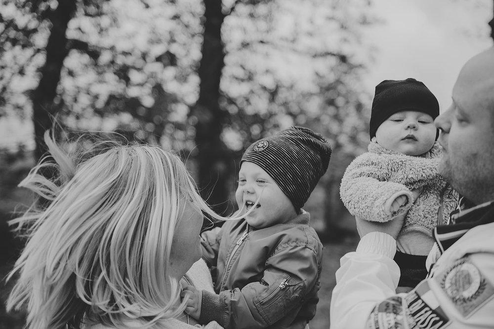 fotograf-halmstad-familjefotograf-barnfotograf-halmstad-hylte-linnsej-photography-003.jpg