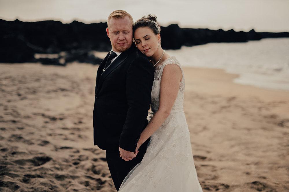 Stylad bröllopsfotografering på Island med bröllopsfotograf från Halmstad