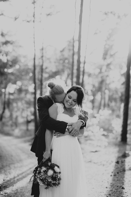 brollopsfotograf-brollop-halmstad-brollopsfoto-falkenberg-halland-wedding-weddingphotographer-bohemiskt-brollop-008.jpg