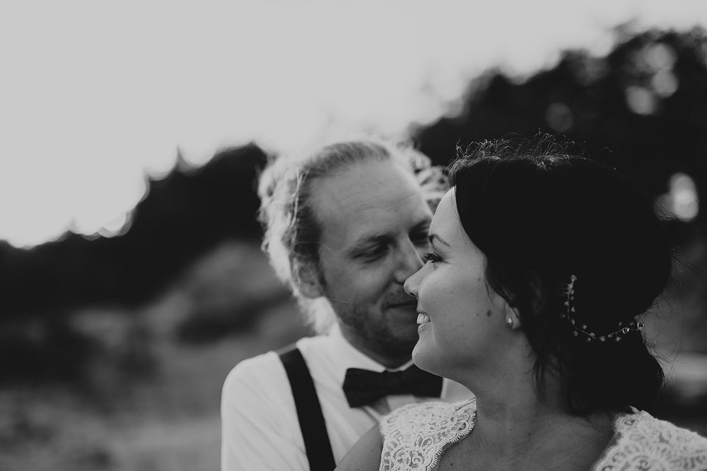 fotograf-halmstad-falkenberg-brollopsfotograf-brollop-brollopsfoto-weddingphotographer-bohemiskt-024.jpg