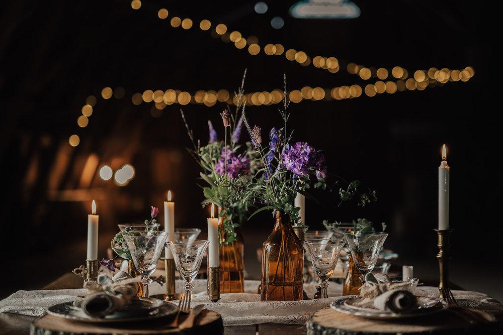 Dukning bröllop med bohemiskt och lantlig stil