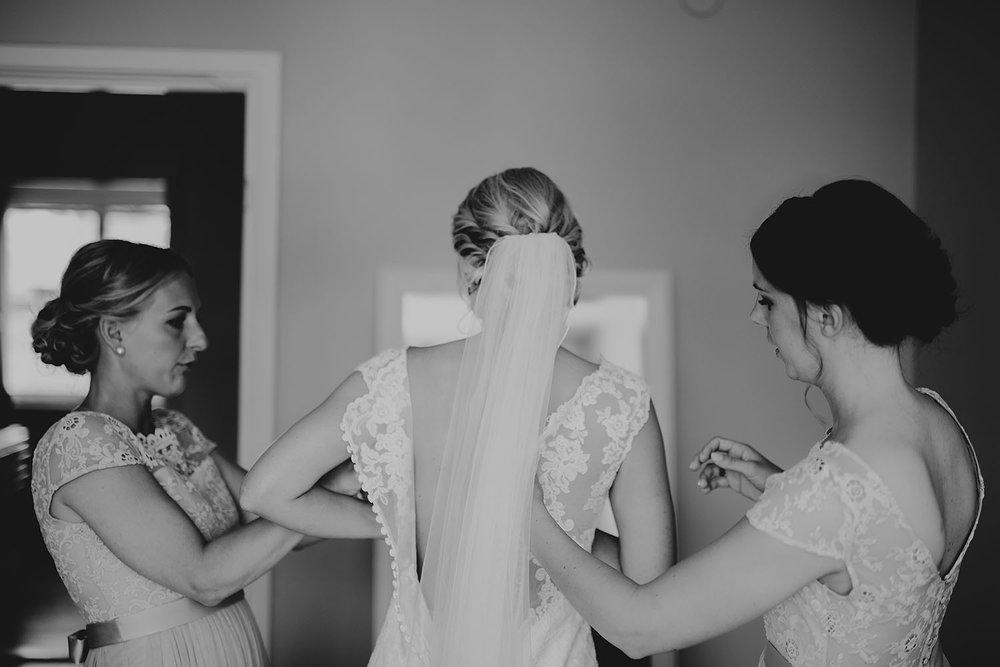 Förberedelser innan bröllopet med tärnor i Halmstad