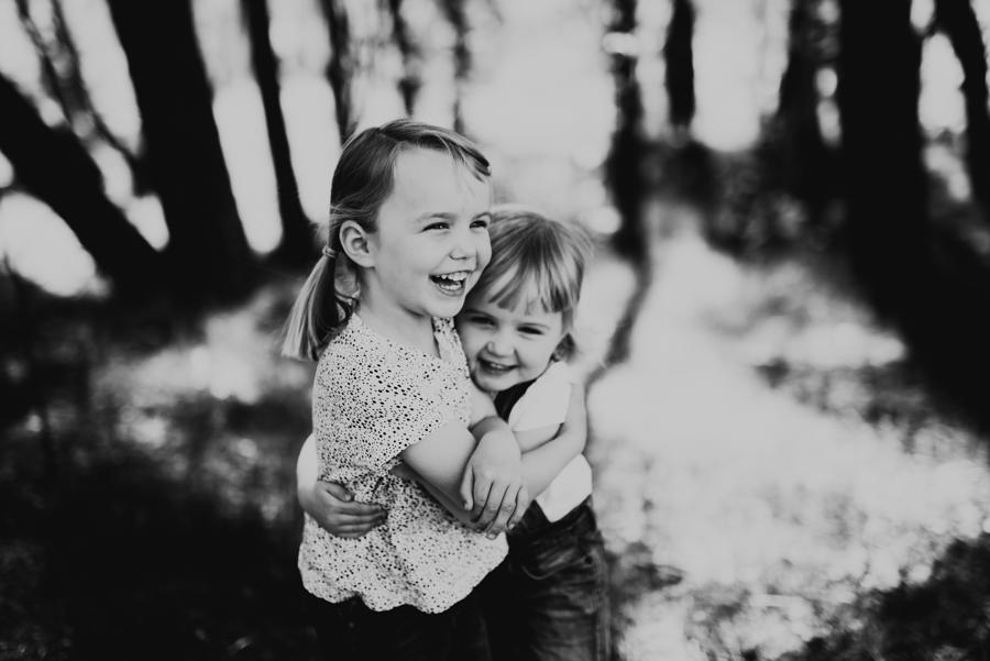 Fotograf i Halmstad förevigat en syskonkram