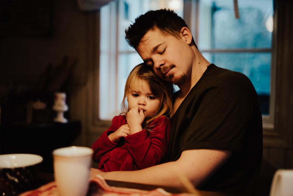 familjefotografering hemma hos vid frukost