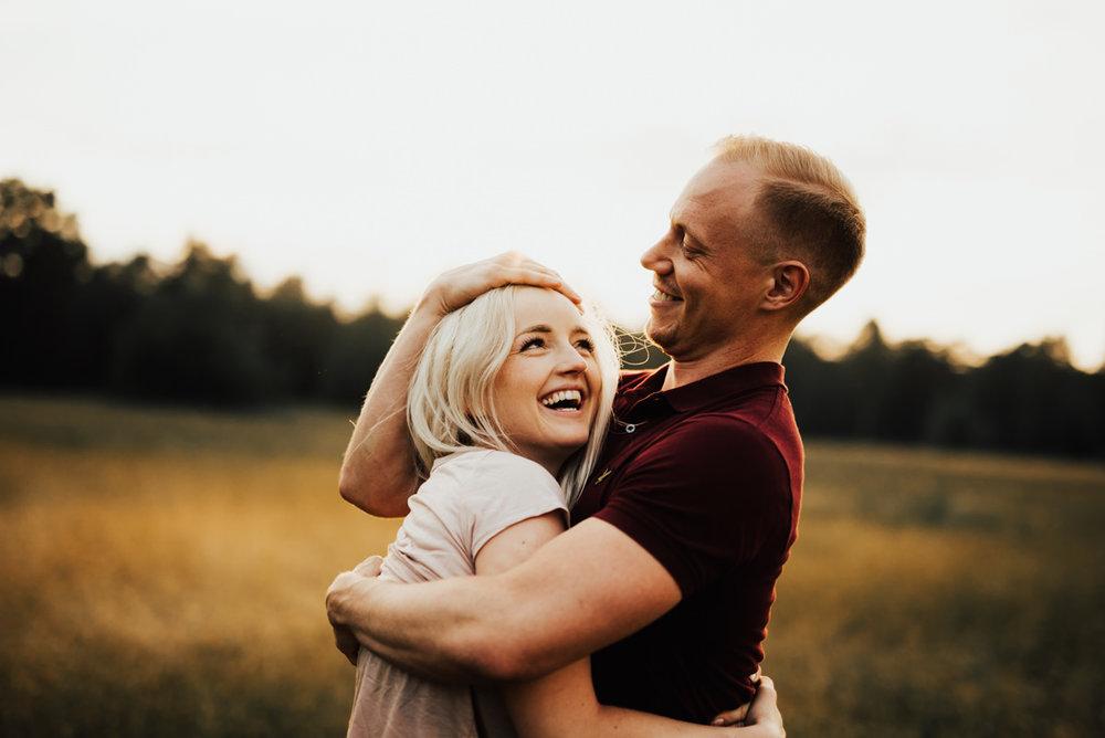 Kärlekspar under parfotografering med Linnsej Photography i Halmstad