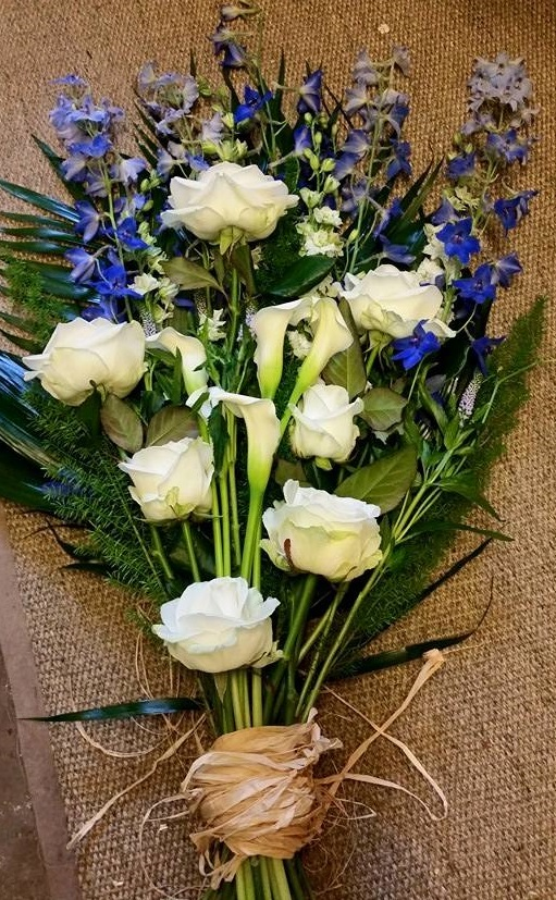 blueandwhitefuneralflowers
