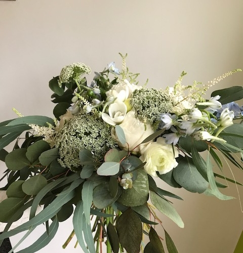 greencreaandbluevintageweddingflowers