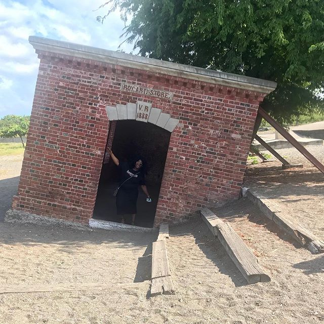 "Chillin in the ""Giddy House"". . . . . #portroyal #jamaica #giddyhouse #jamaicanhistory #trippy #buccaneers #islandlife"