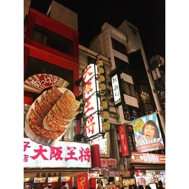 After weeks on a small island 🌴 things look LARGE 🔎👀 #dotonbori #osaka #japan #cityliving