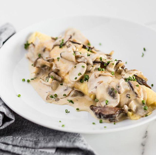 Início de semana bom vem acompanhado de novidade: omelete de cogumelos 🍄  A partir de amanhã! #eggs #cogumelos