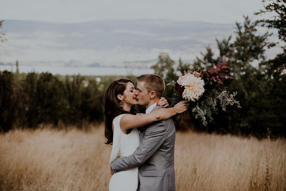 romantic-okanagan-kaleden-autumn-wedding-by-isaac-sim