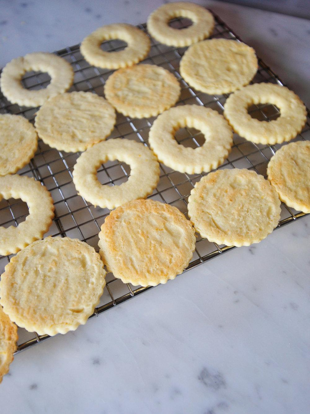 bowtiebaking-pineapple-yuzu-linzer-cookies-2