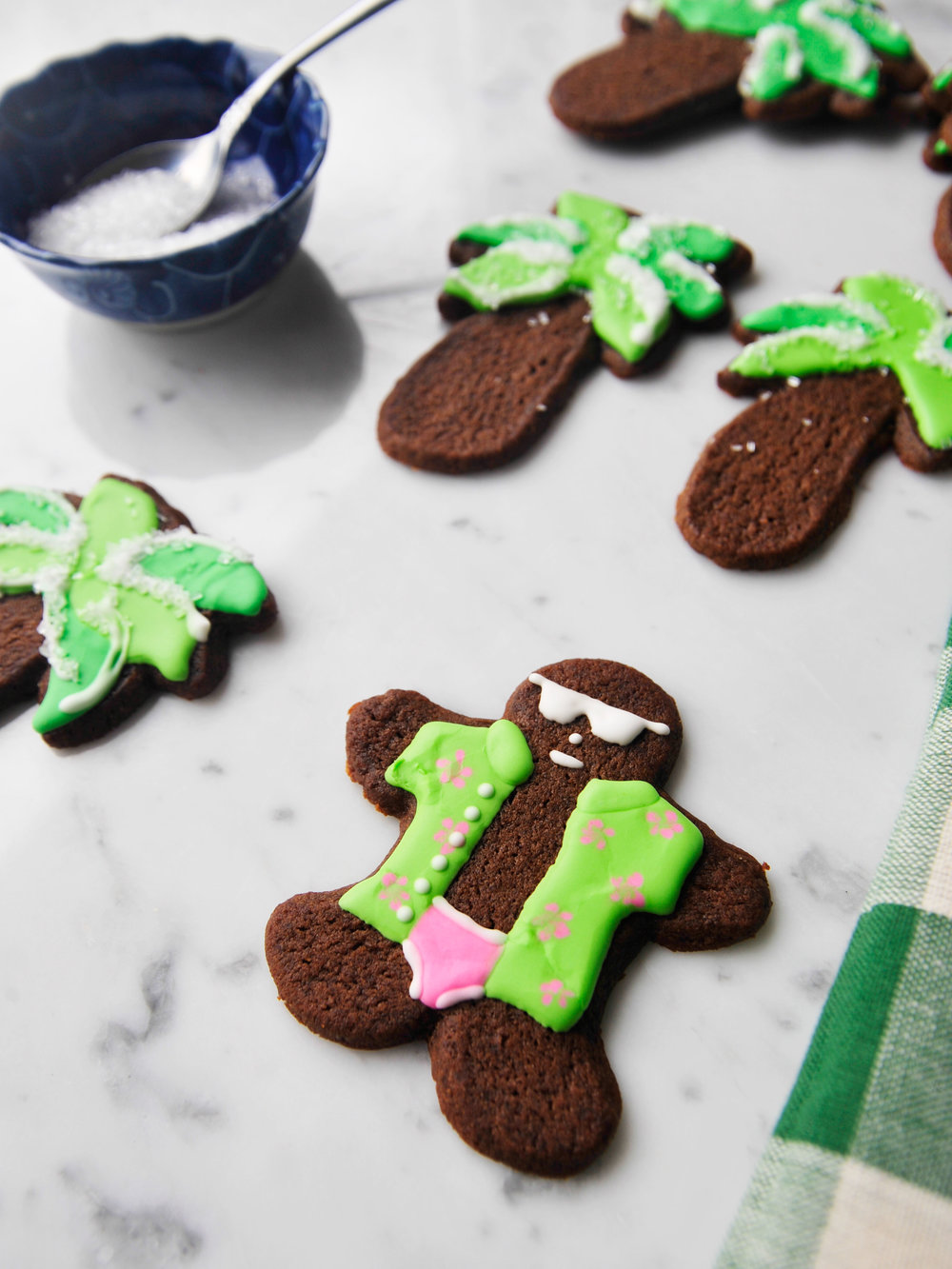 bowtiebaking_gingerbread-cookies_5