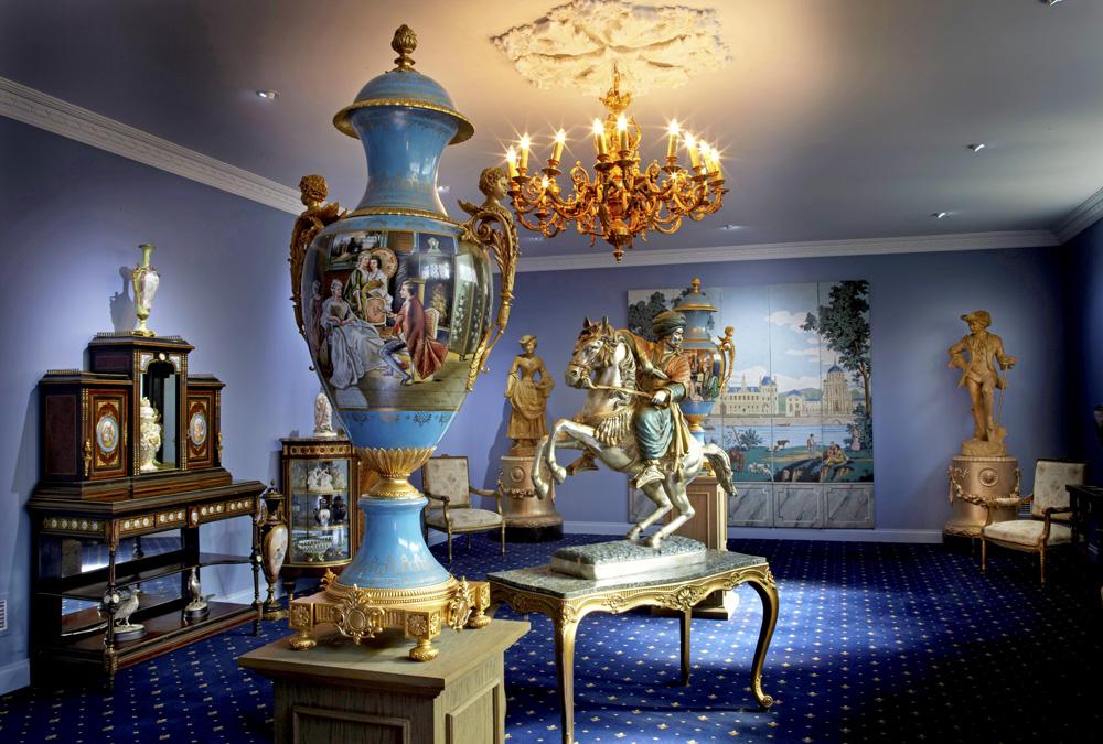 18727-blue-room-vase-and-horse-1000-80.jpg