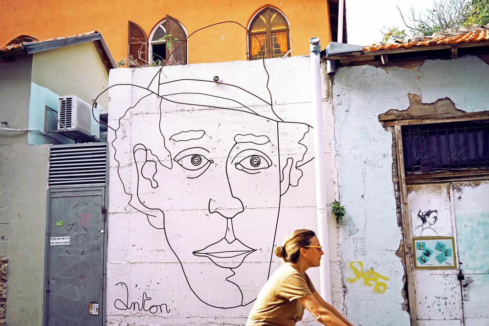 Tel Aviv graffiti, people in the city