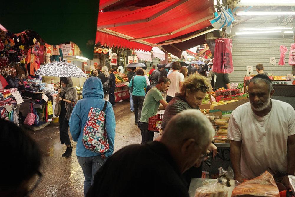 Tel Aviv market, people in the city