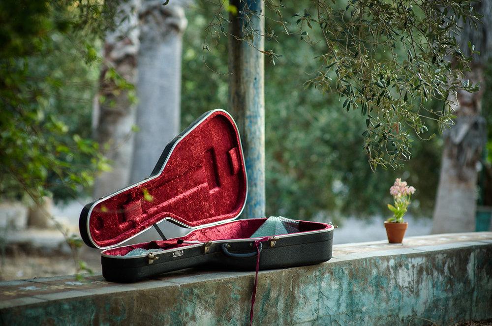 garden, guitar, musician, folk, singer, songwriter, flower, nature, gipsy, israel, australia, street musician