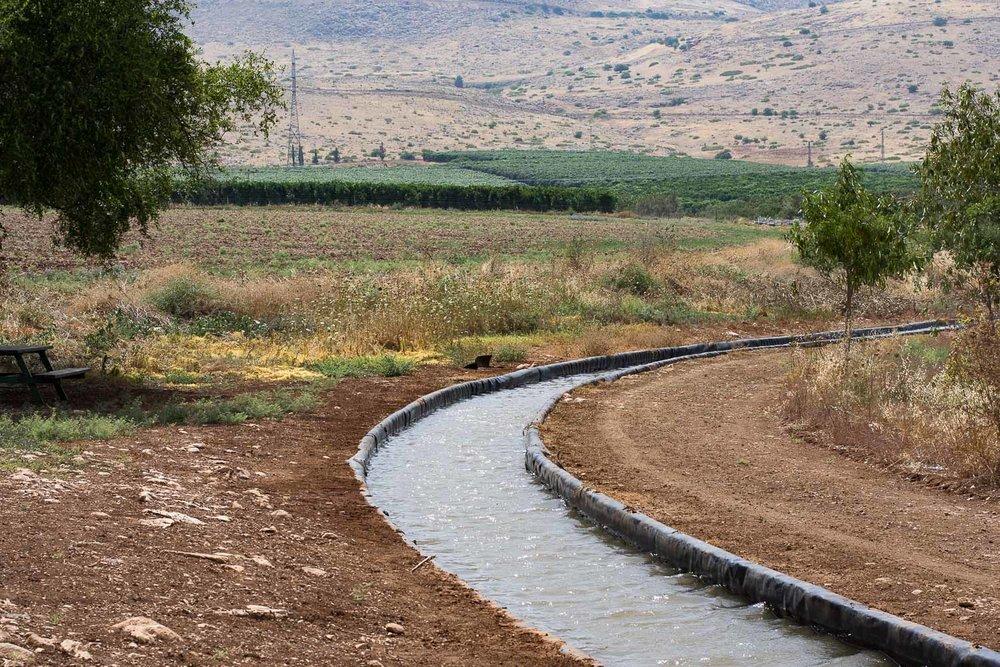 Park Emek Ha-Maayanot, springs valley, Gilboa mountain, fields