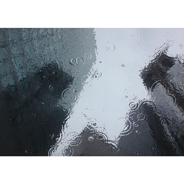 ~ melbourne vibes ~ . . . . . #melbournerain #rainreflection #greyaesthetic #raindropdroptop #rainshower #reflections #☔️☔️ #architectures #melbourneweather #stormnation