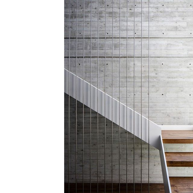 ~ stairs day ~ . . . . . . #insidewarmth #Geometry #Minimalist #stairdesign #stairsdesign #woodenstairs #exposedbrickwall #interiordesign #glutesday #organicarchitecture #architectureclassics #Patterns #EasyOnTheEye