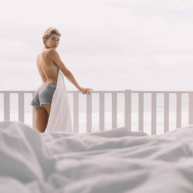 It's the weekend, back to bed right?⠀ .⠀ .⠀ .⠀ .⠀ .⠀ .⠀ #LaneFleeceShort #ComfortablyInteresting #RyseLife #Lazywear #LazyDays #EnjoyBeingLazy #ItsaComfortThing #ZoeHoad #CoreyWilsonPhotography #WhiteBedroom #InBed #WhiteSheets #WhiteBedroom #WhiteBedroom ⠀ #BedroomDesigns #CozyBedroom #SweetDreams #GoodMorning #MorningShot #StillPhotography⠀